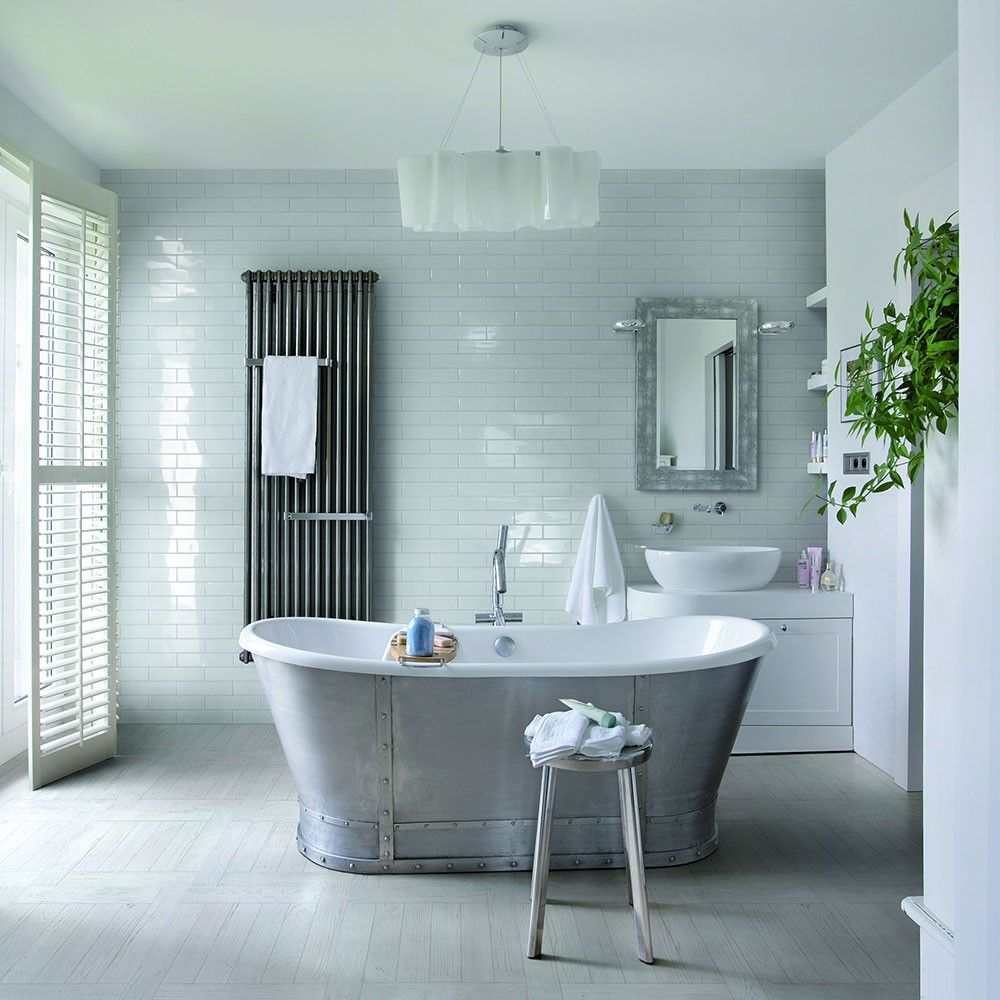 white colour scheme in bathroom